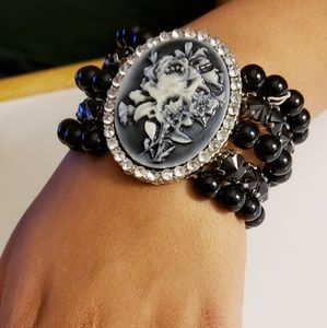 FLOWER CAMEO with Faux Black Pearl Bracelet